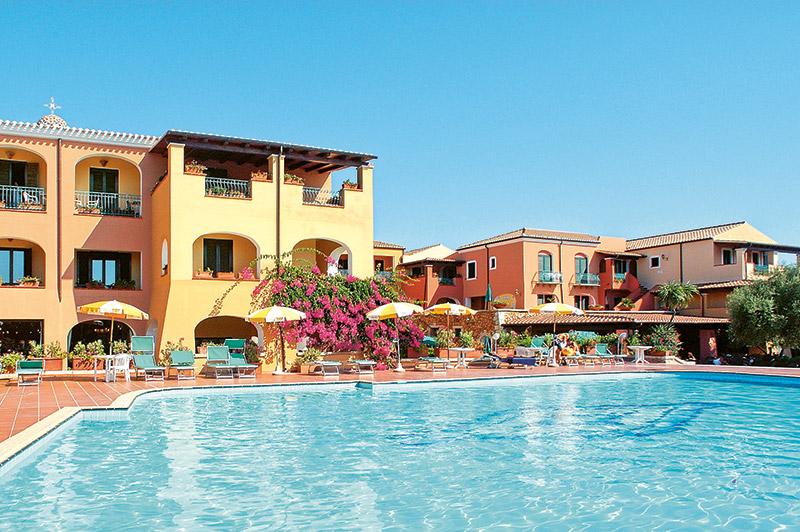 Hotel Torre Moresca Pool 1